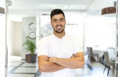 Dario Pandolfo, milazzese nato nel 1991, è il giovane chef deNgonia Bay, eleganteboutique hotelcon due ristoranti a Milazzo