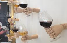 Una curiosa installazione all'eventoL'arena del vino e non solo, che ha avuto luogo il 17 giugno scorso a Palazzo Parigi,Milano