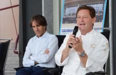 Chicco Cerea con Davide Oldani. Lo chef del Da Vittorio è stato ospite ieri in uno dei consueti incontri coi grandi chef organizzati da Oldani alll'Olmo di Cornaredo (tutte le foto sono diRoby Bettolini)