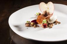 Un dessert presentato daCarmine Di Donnaa Pasticceria Italiana Contemporanea: si chiama Mela cotta. Tutte le foto sono diBrambilla-Serrani, salvo dove diversamente indicato