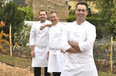 Giacomo Sacchetto, a destra, con (da sinistra)Alberto AndrettaeNicola Bertuzzi. È il trio che, con Sacchetto chef, sarà protagonista delle cucine del La Cru, nuovo indirizzo d'alta cucina nel Veronese