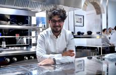 Pasquale Laera, chef pugliese classe 1988, col socio-maître Fabio Mirici Cappa ha inaugurato nel settembre 2019 il suo Borgo Sant'Anna, a Monforte d'Alba (Cuneo)