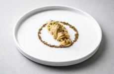 Lo Spaghettino freddo con sarde di lago, bottarga e limone diAndrea LealidiCasa Lealidi Puegnago (Brescia)