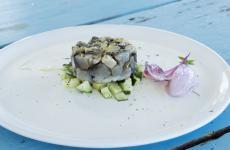 Battuto d'azzurro con meloncellaelampascione: la ricetta estiva di Giovanni Ingletti