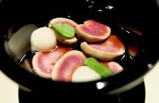Il nostron piatto assoluto al Contraste di Matias Perdomo e Simon Press: Rognoncini di coniglio, crema di anguilla di Cabras, gelato di aceto. Memorabile