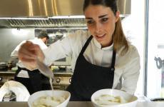 Lucia De Prai, romana, classe 1990, pasticcera del ristorante The Cook di Genova. In passato, èstata capopasticcera del ristorante Quique Dacosta di Denia, in Spagna, 3 stelle Michelin