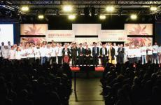 A group photo with all the representatives from East LombardyatIdentità Milano: they were so many that, in order to take the photo,Brambilla-Serranihad to bend backwards on a ladder
