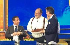Paolo Marchi in studio a Striscia la notizia, sabato 29 febbraio 2020, con un tiramisù preparato su ricetta del maestro Gino Fabbri per i conduttori all'ultima puntata, Salvatore Ficarra e Valentino Picone