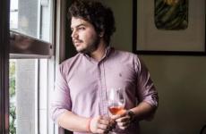 Alessandro Perriconeè nato a New York, è cresciuto a Milano, ha studiato all'Universitá di Scienze Gastronomiche di Pollenzo e dal 2012 vive a Copenhagen