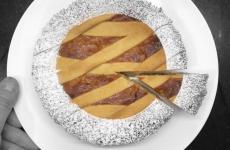 La splendida pastiera che potrete preparare a casa seguendo le indicazioni che ci fornisce Carmine Di Donna, gran pastry chef alla Torre del Saracino di Vico Equense (Na)