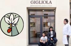 Benedetto Rullo, Stefano Terigi e Lorenzo Stefanini davanti alla porta del loro nuovo Gigliola, insegna informale del Giglio, sempre a Lucca