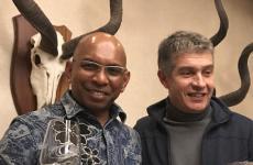 A sinistra, il cingalese Wicky Priyan, chef del ristorante Wicky'sdiMilano. Con lui, Giorgio Nava. Il milanese di Capetown ha ospitato il collega per una cena speciale nel suoKeerom 95