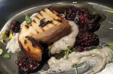 Porcino, erborinato di Bagnoli e frutti rossi: la ricetta dell'autunno di Diego Papa