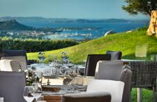 Un tavolo al Fuoco Sacro, ristorante contenuto nelPetra Segreta Resort & SpadiSan Pantaleo (provincia di Olbia-Tempio)