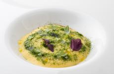 Gamberi rossi marinati al tosazu, spuma di cicerchie e lime: la ricetta estiva di Angelo Carannante