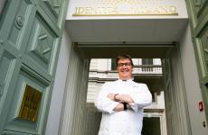 Alessandro Gilmozzi, dal 1990 chef deEl Molindi Cavalese, Trento. Cucinaall'Hub di via Romagnosi a Milano fino a sabato 25 maggio incluso. 75 euro vini inclusi,prenotazionionline(foto Onstage Studio)