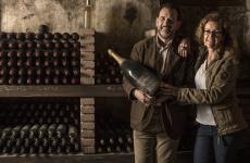 Giulio e Lucia Barzanò possono sorridere: la nuova cantina di affinamento di Mosnel è realtà
