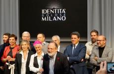 Foto di gruppo al termine della firmadel protocollo d'intesa, nell'ambito dell'incontroIl riso italiano di qualità. Identità e futuro tenutosi all'Hub di Identità Golose a Milano