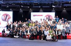 La tradizionale foto di gruppo finale di tutti (o quasi tutti) i professionisti che hanno lavorato nello splendido team di Identità Milano 2019. Tutte le foto sono di Brambilla-Serrani