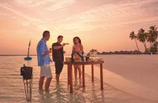 Maldive: tramonto, mare e ottimivini all'Halaveli, uno dei meravigliosi resort targati Constance