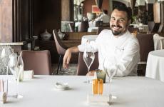 Classe 1982,Riccardo Bassettiè l'unico figlio diGiovanniedElisabetta, che hanno apertoIl Porticciolo, hotel di Laveno Mombello (Varese) con due ristoranti da qualche anno guidati daRiccardo