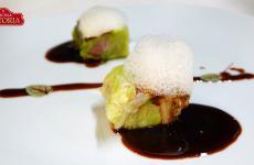 Salame pavese cotto nella verza dell'orto, salsa bruna e spuma di bergamotto: la ricetta dell'autunno di Giovanni Ricciardella