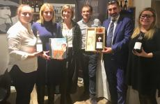 I protagonisti della degustazione: da sinistra Carolina, Alessia e Cinzia Travaglini Collauto, Massimo Collauto, Renato Stella, Ivana Bellini