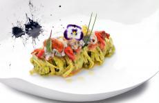 Nastrine alle alghe con ricci di mare, tartufi, pomodori confit ed erba cipollina: il piatto dell'estate di Luigi Tramontano
