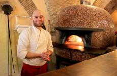 Sabino Stingone in front of the oven in his pizzeria I Gastronauti in Lucera, via Garibaldi 103, tel. +39 389 1750994. Photo by Luciana Squadrilli