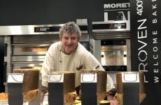 Mauro Morandin allo stand Moretti Forni nel corso di Pane Nostrum