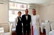 Da destra, Francesco Tiano, Claudio Tiano e la moglie di quest'ultimo, Luana Bruno, donna di sala. Sono i volti del ristorante Cinquesensi di Crotone (foto Tanio Liotta)