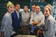 Lo staff delMaggese, ristorante vegetariano a San Miniato (Pisa), telefono +3905711723546. Secondo da destra, lo chef e patron Fabrizio Marino (le foto del servizio sono di Luca Managlia)