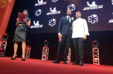 Enrico Bartolini, chef del ristorante omonimo, contenuto nel Museo Mudec di Milano, eroe di giornata alla presentazione della Guida Michelin 2020. E' il primo 3 stelle Michelin a Milano dai tempi di Gualtiero Marchesi. Per lui anche una seconda stella a Venezia