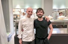 L'abbraccio tra Riccardo Camanini e Matias Perdomo, ieri sera a Identità Golose Milano