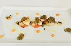 Cotto e crudo di capesante, fondente alla zucca e tartufo nero di Norcia: il piatto dell'autunno di Alessio Boldrin
