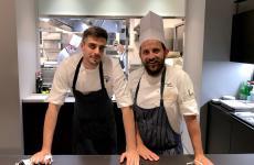 Donato Ascani, a destra, con Simone Maurelli, resident chef di Identità Golose Milano, dove lo chef laziale del Glam di Venezia è stato ieri protagonista di una straordinaria cena in attesa di riaprire il suo ristorante lagunare, giovedì prossimo