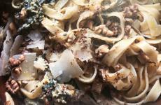 Le Tagliatelle con noci e limonedi Yotam Ottolenghi, ricetta contenuta nel libro di ricette Plenty More, edito in Italia da Bompiani/Giunti (acquista qui)
