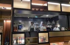 La cucina a vista del rinnovato ristorante Meta a Lugano, chef il varesinoLuca Bellanca. Una bella scoperta