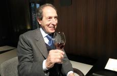 Elio Carta è il titolare della Silvio Carta, azienda che produce la preziosa Vernaccia di Oristano e distillati di qualità