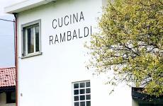 Cucina Rambaldi è il ristorante cheGiuseppe Rambaldi, per lungo tempo sous di Davide Scabin, ha aperto da pochi mesi in via Sant'Ambrogio55 a Villar Dora, in Bassa Val di Susa. Lì è chef e patron