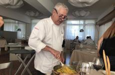 Walter Ferretto, chef esperto delCascinale Nuovoa Isola d'Asti (Asti), una stella Michelin