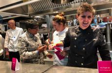 Una raggiante Viviana Varese dà il via alla festa di inaugurazione del ristorante Viva, insegna che nasce dalle ceneri di Alice, al secondo piano di Eataly Smeraldo (Milano). Al suo fianco Ritu Dalmia, nuova socia