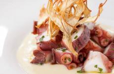 L'Insalata di polpo con crema di patate e carciofi diDeliVeritas, servizio d'asporto attivato daVeritas, ristorante constella Michelin a Napoli città