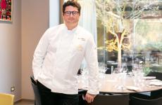 Juan Antonio Medina, madrileno, dal 2016 è lo chef di A'Barra, ristorante aperto dalla famiglia Gomez che ha conquistato la prima stella Michelin dopo sei mesi dall'inaugurazione. La sua cucina, insieme ai prodotti Joselito, sarà protagonista a Identità Golose Milano fino a sabato 9 marzo
