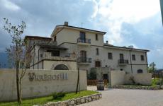 L'ingresso del Kresios, il ristorante di Giuseppe Iannotti a Telese Terme (Benevento). Una delle tappe immancabili per i golosi che frequentano queste strade