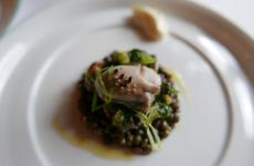 Lentils and oysters, one of the dishes presented daily at Le Clarence, an increasingly popular restaurant in Paris (photo www.gillespudlowski.com)