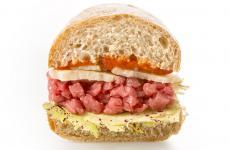 Il paninoGranadeLa Farcia, più sedi tutte in Piemonte, ad Asti, Alessandria, Biella, Cuneo e Torino