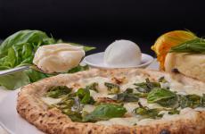 Pizza con i fiori di zucca: il piatto dell'estate di Enzo Coccia(le foto sono di Luciano Furia)