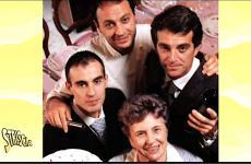 Una storica foto di casa Alciati che riunisce Lidia, scomparsa nell'agosto 2010, tredici anni dopo Guido, l'amore di una vita, con i loro tre figli. In senso orario Andrea, Ugo e Piero. Solo Ugo ha seguito le orme della madre insediandosi in cucina, i fratelli quelle del padre: sala e cantina