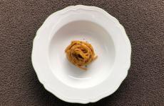 Spaghettone in brodo di funghi secchi: la ricetta dell'autunno di Riccardo Camanini